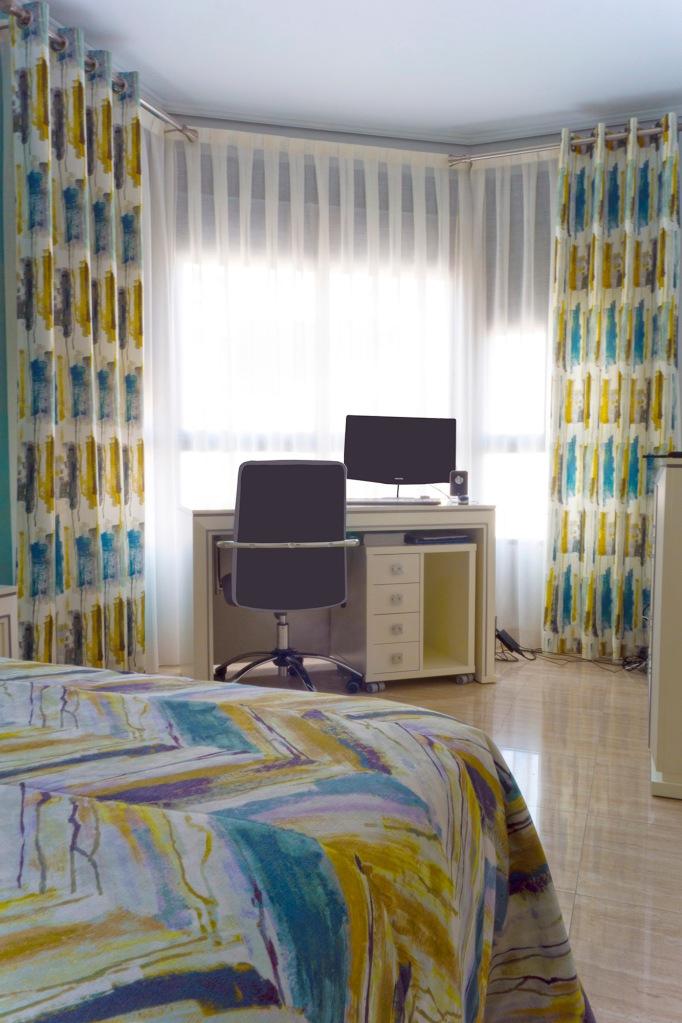 Dormitorio juvenil con dobles cortinas - Villalba Interiorismo (2)