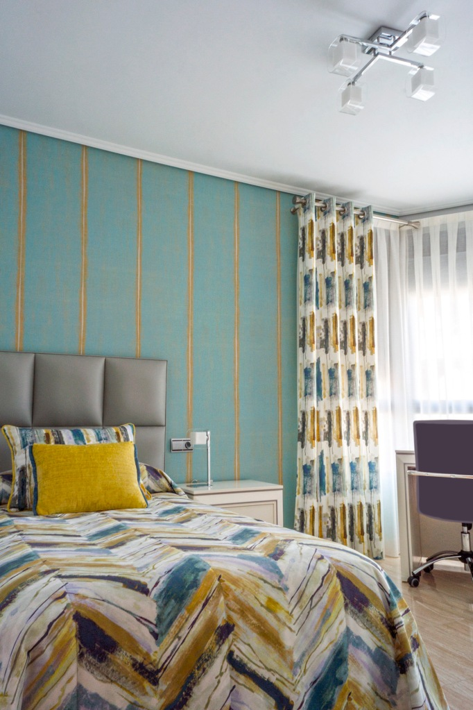 Dormitorio juvenil con dobles cortinas - Villalba Interiorismo