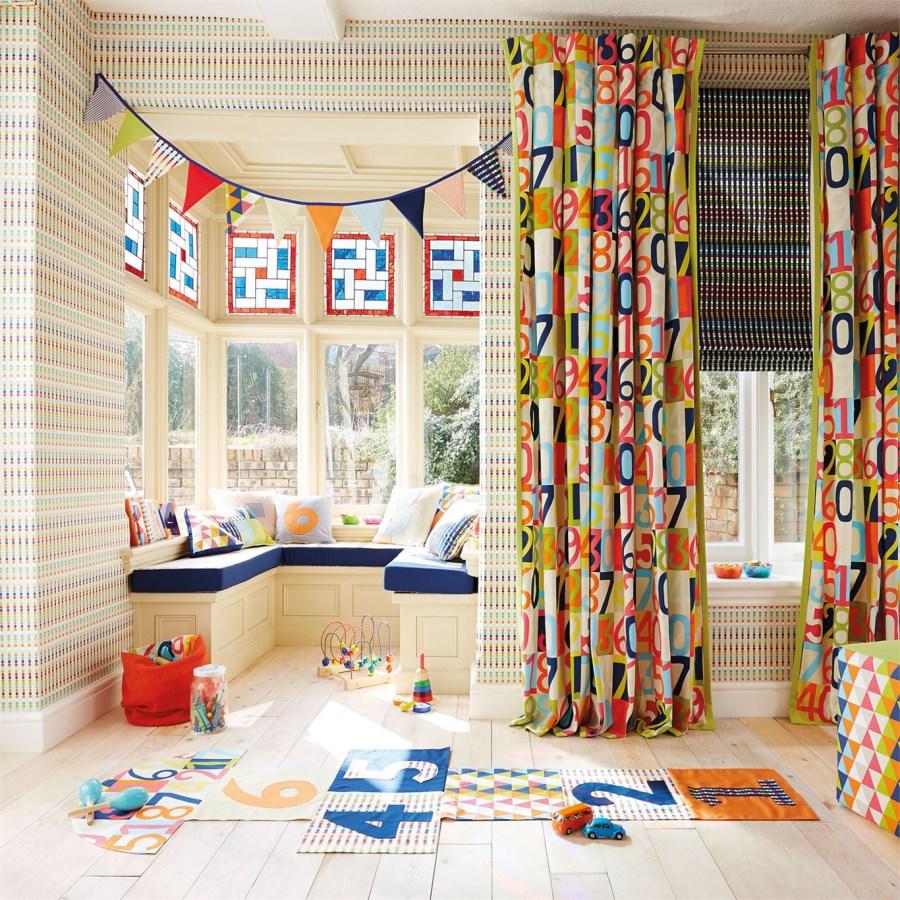 Cortinas y papel pintado habitación juegos de niños de Harlequin - Villalba Interiorismo