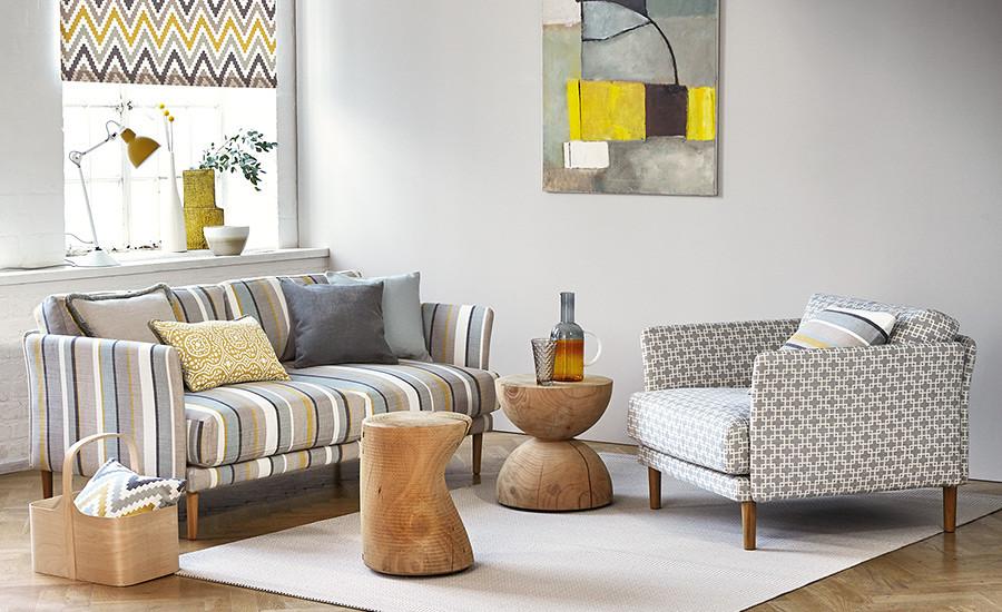 Sofá rayas en gris y amarillo - Villalba Interiorismo