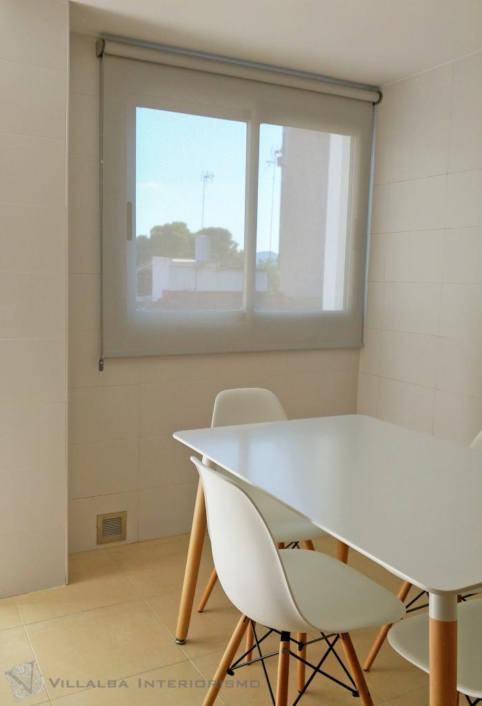 enrollable-de-screen-para-la-cocina-villalba-interiorismo