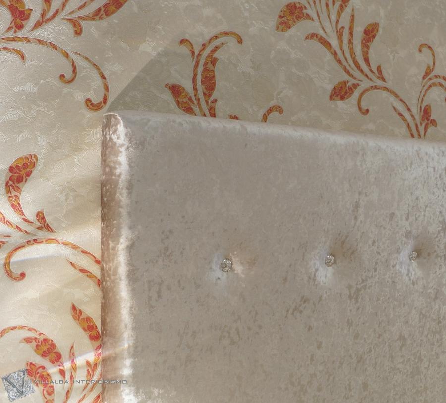 cabezal-tapizado-terciopelo-y-cristales-swarovski-villalba-interiorismo