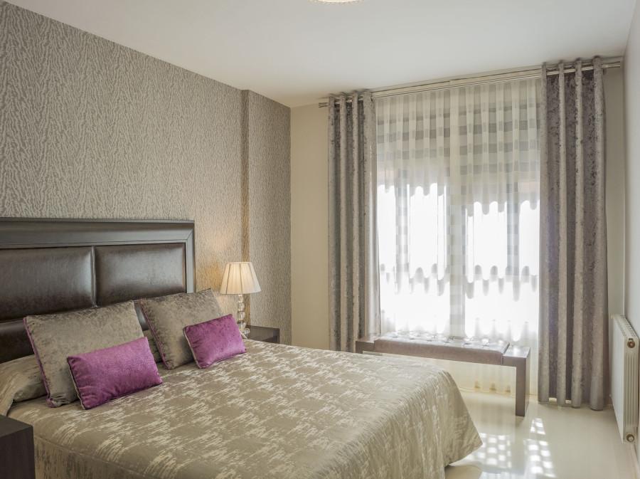 cortinas-y-colcha-dormitorio-moderno-villalba-interiorismo-2