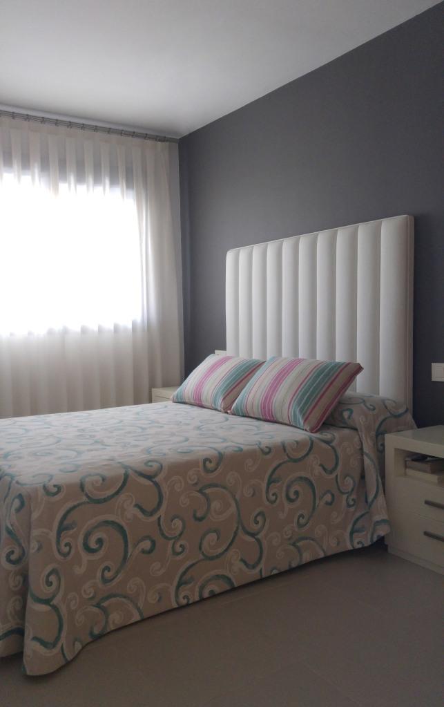 dormitorio-blanco-y-azul-villalba-interiorismo
