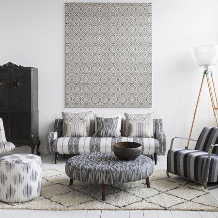 telas-en-blanco-gris-y-negro-para-tapizar-y-cojines-villalba-interiorismo