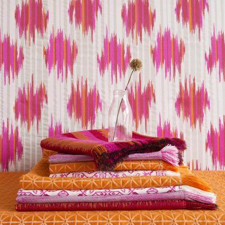 telas-fucsia-y-naranja-para-tapizar-y-cojines-villalba-interiorismo