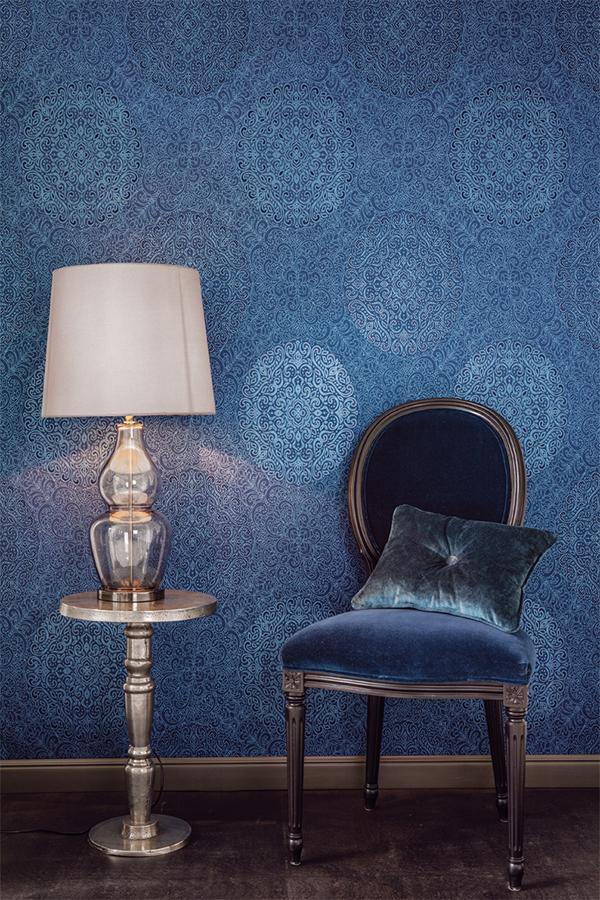 papel-pintado-azul-con-medallones-de-khroma-coordonne-villalba-interiorismo