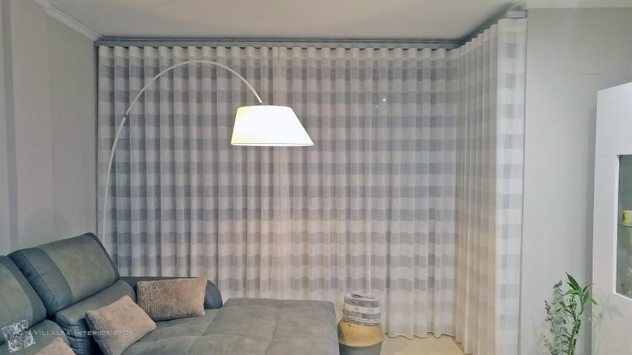 salon-con-cortinas-en-onda-perfecta-villalba-interiorismo