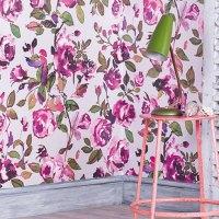 Acuarela floral en un papel pintado