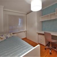 La habitación blanco y turquesa de Roser